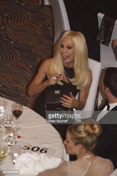 Donatella Versace BallGast Sienna Miller CharityVeranstaltung 18 UnescoBenefizGala 2010 für Kinder in Not Hotel Maritim Düsseldorf NordrheinWestfalen...
