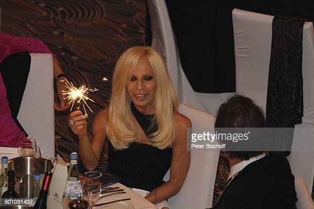 Donatella Versace Oliver Stone CharityVeranstaltung 18 UnescoBenefizGala 2010 für Kinder in Not Hotel Maritim Düsseldorf NordrheinWestfalen...