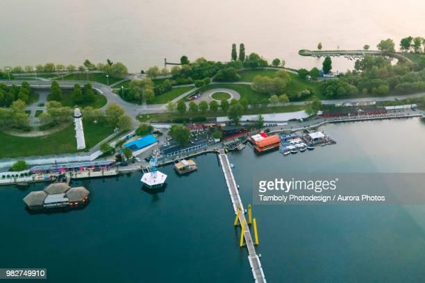 donauinsel or danube island viewed from above, melia tower, donau city, vienna, austria - rio danúbio - fotografias e filmes do acervo