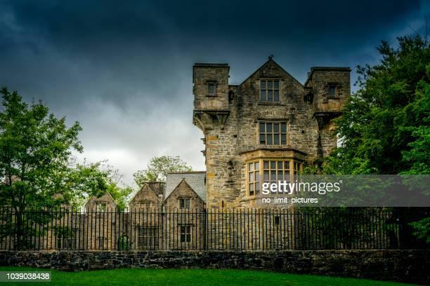 donegal castle in ireland - contea di donegal foto e immagini stock