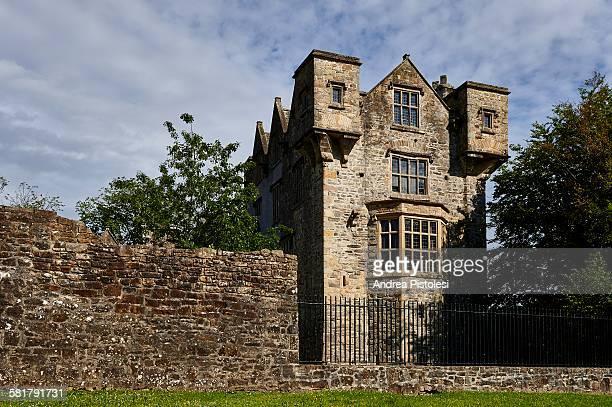 donegal castle, ireland - contea di donegal foto e immagini stock