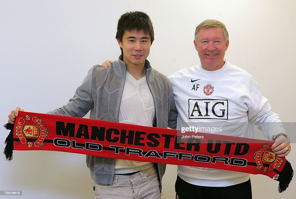 Dong Fangzhuo signs Manchester United contract : News Photo