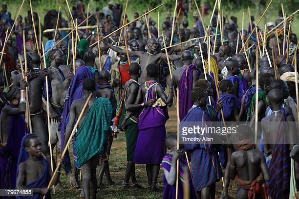 Donga Suri tribal warriors fight as hundreds watch