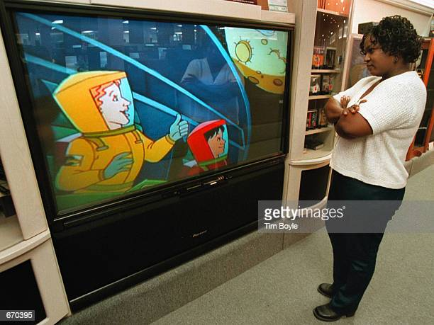 Donna Carter watches an HDTV monitor September 20 2000 at Douglas TVBig Screen Store in Mount Prospect IL Under new rules adopted by the Consumer...