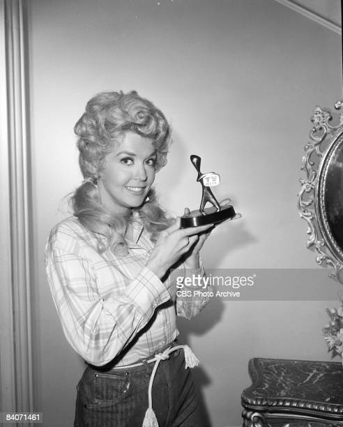 Donna Douglas who plays Elly May Clampett holds the Australian television industry's award the Logie won by her show 'The Beverly Hillbillies' 1965