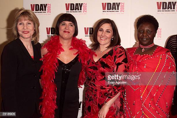 Donna HanoverEve Ensler Ricki Lake and Agnes Pareyio at the VDAY 2002 an evening of performances dinner and awards at the Hammerstein Ballroom in New...