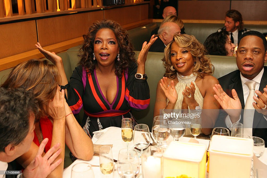 Donna Karan, Oprah Winfrey, Mary J. Blige and Kendu Isaacs while watching Jennifer Hudson win Best Actress in a Supporting Role for 'Dreamgirls'