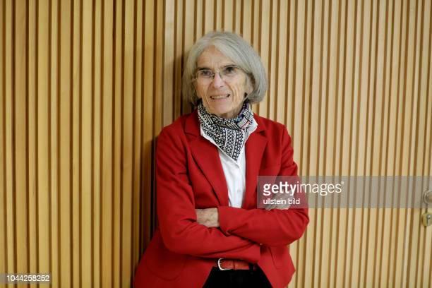 """Donna Leon liest aus ihrem 26 BrunettiKriminalroman """"Stille Wasser"""" im Rahmen der litCOLOGNE Margarete von Schwarzkopf dtsch Text Annett Renneberg am..."""