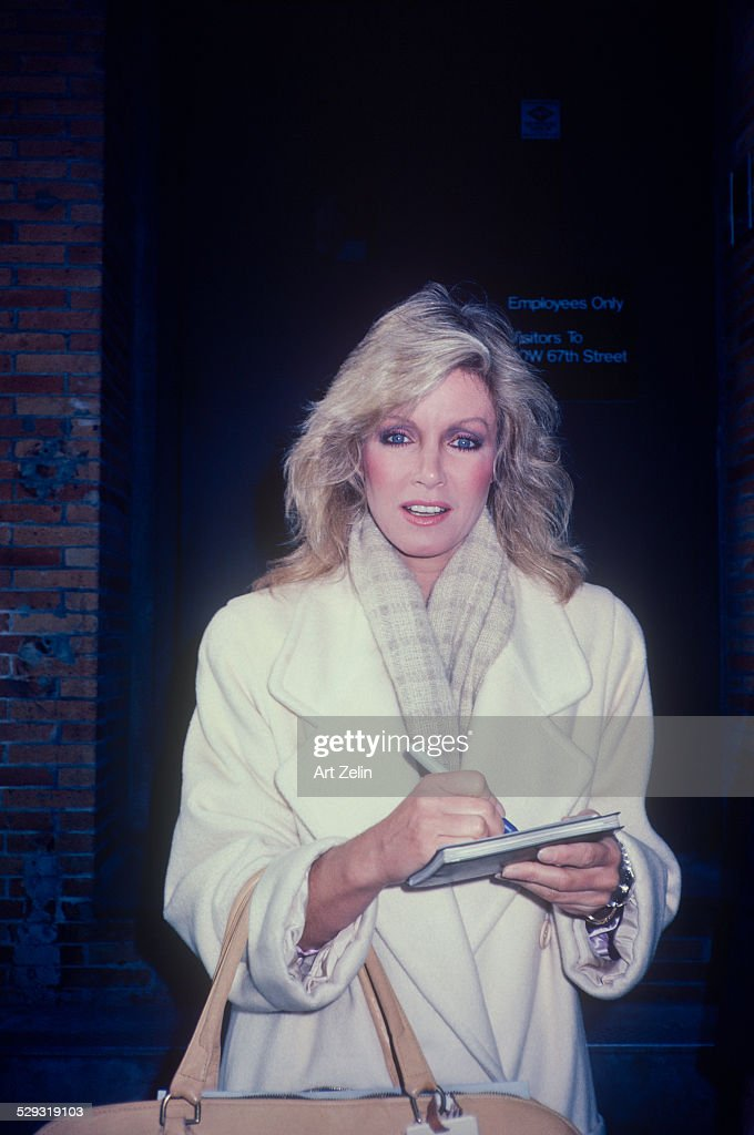Donna Mills : News Photo