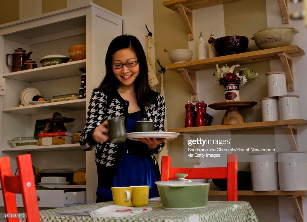 Donna Suh Wageman At Her Kitchen Wares Store Pot Pantry In San Nachrichtenfoto Getty Images