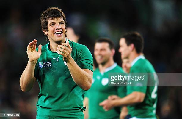Donncha O'Callaghan of Ireland applauds the fans after the IRB Rugby World Cup Pool C match between Ireland and Italy at Dunedin Stadium on October 2...