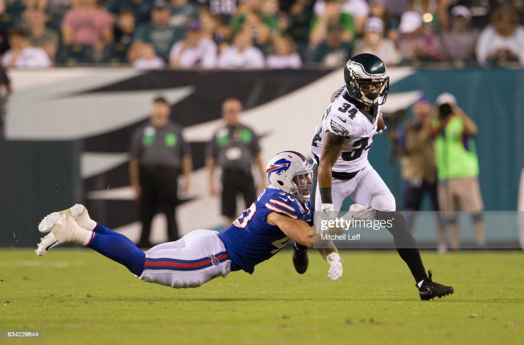 Donnel Pumphrey #34 of the Philadelphia Eagles runs the ball against Tanner Vallejo #40 of the Buffalo Bills in the third quarter of the preseason game at Lincoln Financial Field on August 17, 2017 in Philadelphia, Pennsylvania. The Eagles defeated the Bills 20-16.
