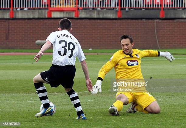 Donnell of Gateshead rounds Grimsby keeper James Mckeown for the third goal during the Skrill Conference Premier Play Offs Semi Final second leg...