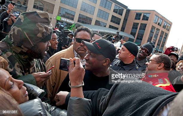 Donnie Simpson receives a warm welcome from hundreds of fans outside Ben's Chili Bowl Donnie Simpson's last day of his popular radio morning show...