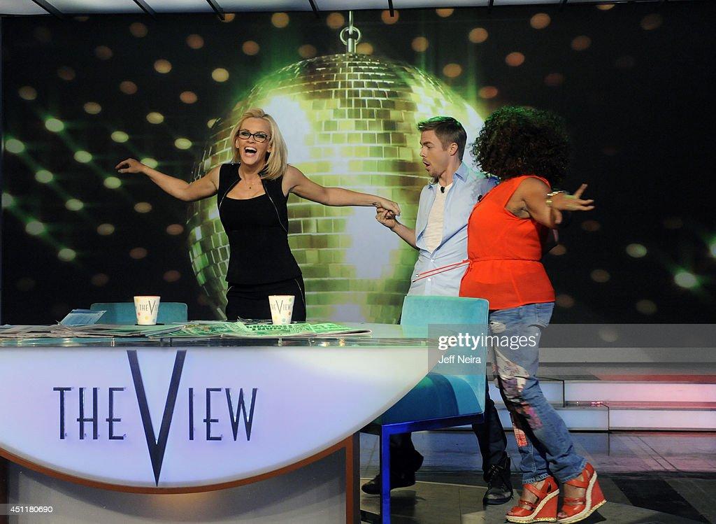 ABC's 'The View' - Season 17 : News Photo