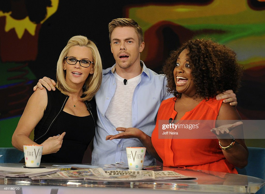 "ABC's ""The View"" - Season 17 : News Photo"