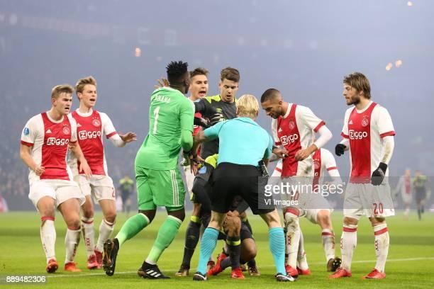 Donny van de Beek of Ajax Frenkie de Jong of Ajax goalkeeper Andre Onana of Ajax Max Wober of Ajax Marco van Ginkel of PSV referee Kevin Blom Hirving...