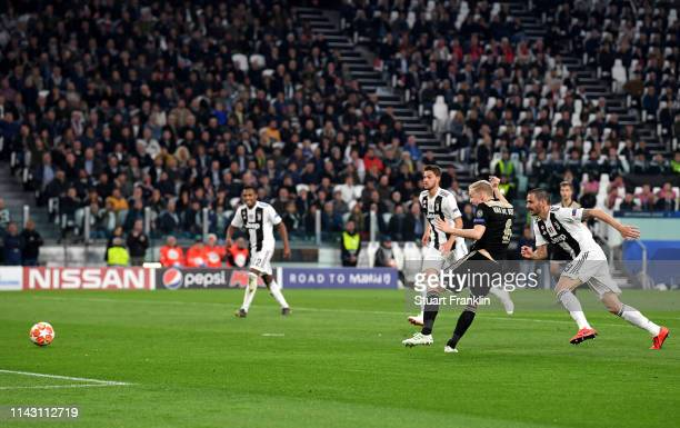 Donny van de Beek of Ajax scores during the UEFA Champions League Quarter Final second leg match between Juventus and Ajax at Allianz Stadium on...