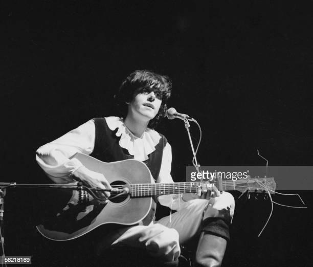 Donovan English singer Paris Olympia 1970