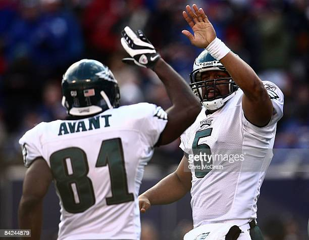Donovan McNabb of the Philadelphia Eagles celebrates with Jason Avant after scoring a touchdown against the New York Giants during the NFC Divisional...