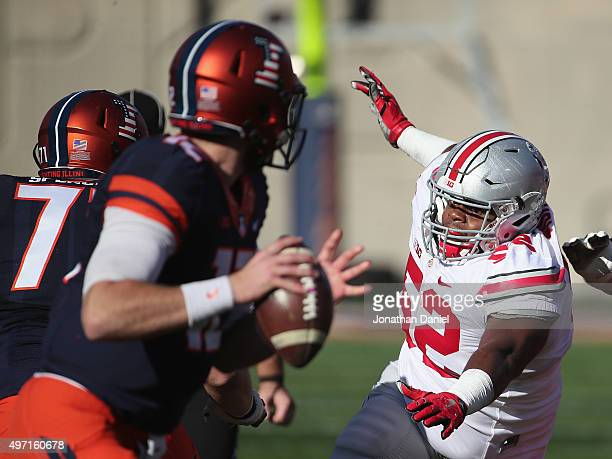 Donovan Munger of the Ohio State Buckeyes rushes Wes Lunt of the Illinois Fighting Illini at Memorial Stadium on November 14 2015 in Champaign...