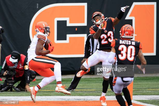 Donovan Peoples-Jones of the Cleveland Browns catches the go ahead touchdown against Darius Phillips of the Cincinnati Bengals with 11 seconds...