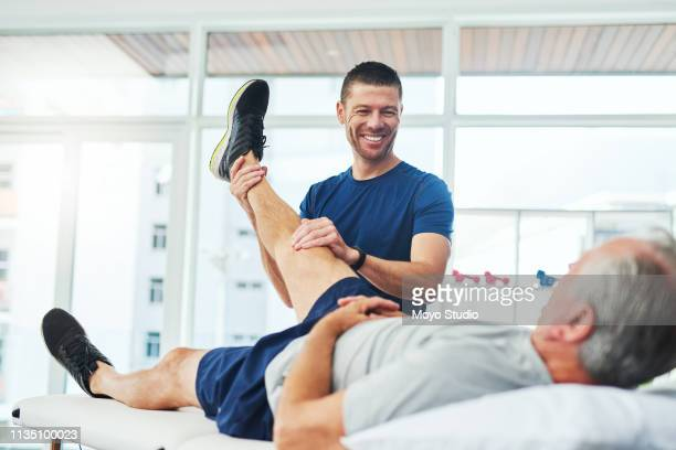 i don't see anything serious here - physical therapist stock pictures, royalty-free photos & images