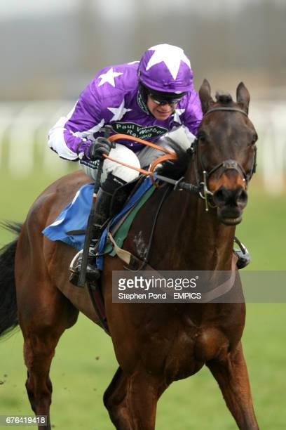 Dont Tell Nina ridden by William Kennedy during the Events Bar Management Maiden Hurdle