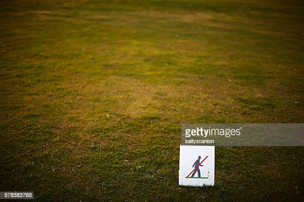 Don't walk on grass sign