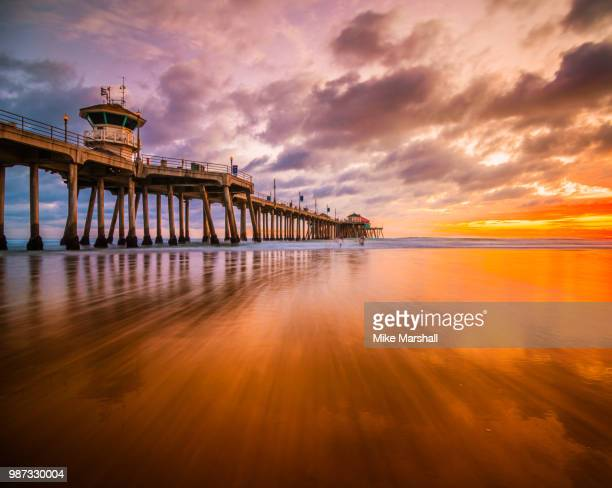don't worry about a thing, cause every little thing is going to be alright. - huntington beach stock pictures, royalty-free photos & images