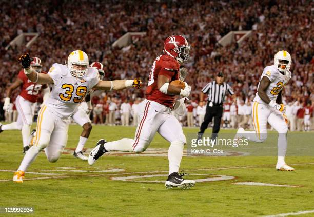 Dont'a Hightower of the Alabama Crimson Tide returns an interception against the Tennessee Volunteers at Bryant-Denny Stadium on October 22, 2011 in...
