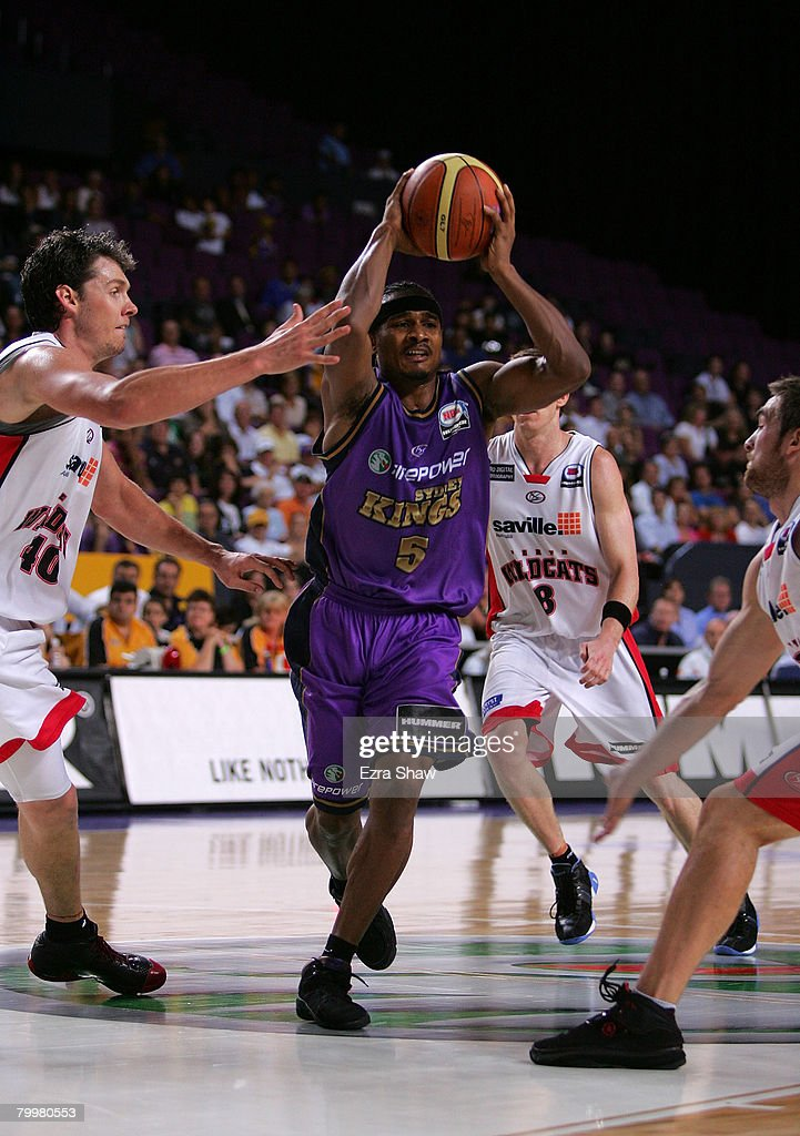 Dontaye Draper of the Kings looks to pass the ball during game one of the NBL Semi Final Series between the Sydney Kings and the Perth Wildcats at Sydney Entertainment Centre on February 25, 2008 in Sydney, Australia.