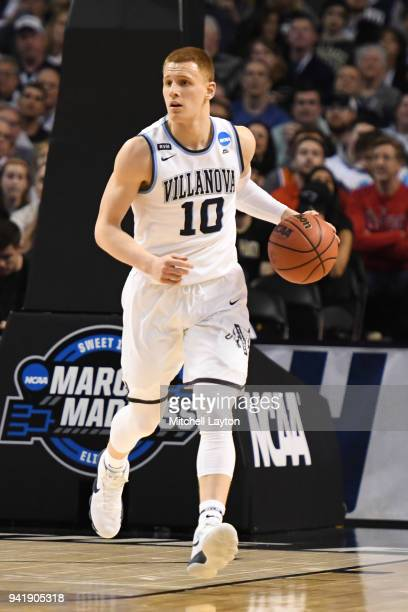 Donte DiVincenzo of the Villanova Wildcats dribbles up court during the 2018 NCAA Men's Basketball Tournament East Regional against the West Virginia...