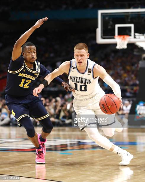 Donte DiVincenzo of the Villanova Wildcats is defended by MuhammadAli AbdurRahkman of the Michigan Wolverines in the first half during the 2018 NCAA...