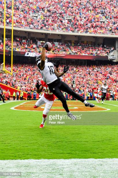 Donte Moncrief of the Jacksonville Jaguars attempts to bring in a pass in the end zone while being defended by Steven Nelson of the Kansas City...