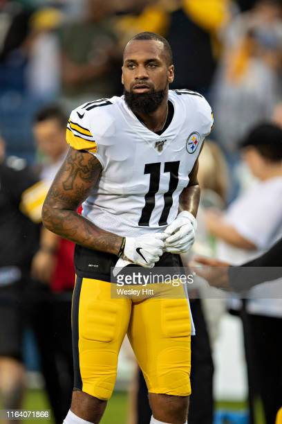 Donte Moncrief of the Pittsburgh Steelers warms up before a game against the Tennessee Titans in week three of preseason at Nissan Stadium on August...