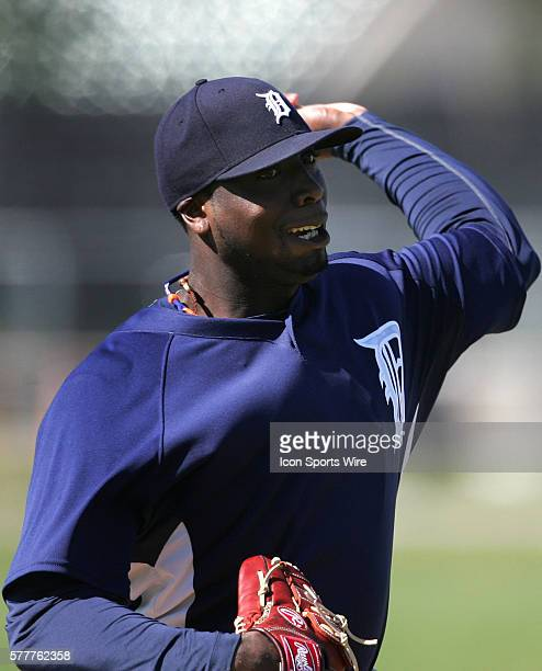 Dontrelle Willis of the Detroit Tigers throws to the plate during the spring training workout at Tigertown in Lakeland Florida