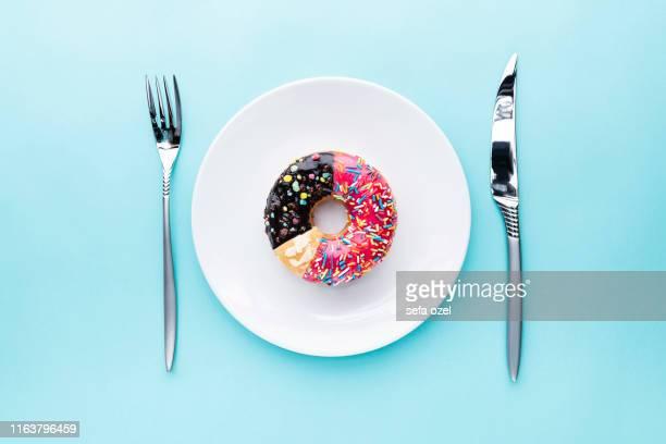 ドーナツグラフ - ドーナツグラフ - 食品のスライス - ドーナツ ストックフォトと画像