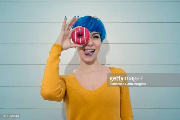 donuts girl - mezzo busto foto e immagini stock