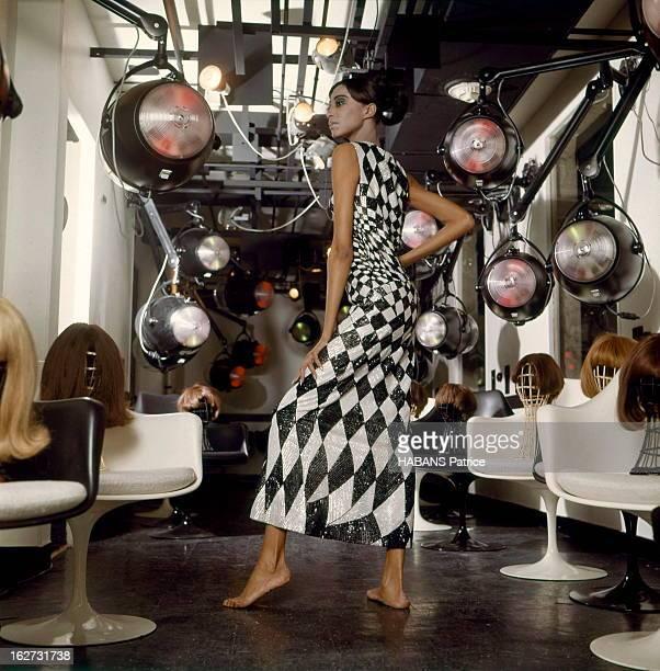 Donyale Luna And Eleven 'Match' Photographers Present 1966 Fashion Mode printemps 1966 vue par Patrice Habans La cover girl américaine Donyale LUNA...