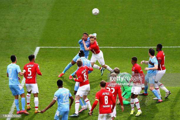 Donyell Malen of PSV battles for the ball with Jonas Svensson of AZ Alkmaar during the Dutch Eredivisie match between AZ Alkmaar and PSV Eindhoven at...