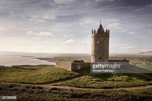 doonagore castle, doolin, ireland - michael robinson stock pictures, royalty-free photos & images