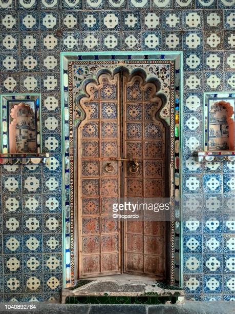 door at city palace at udaipur - palace stock pictures, royalty-free photos & images