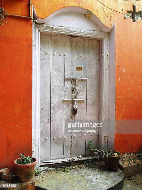 door, cochin, kerala, south india - stevebphotography stock pictures, royalty-free photos & images