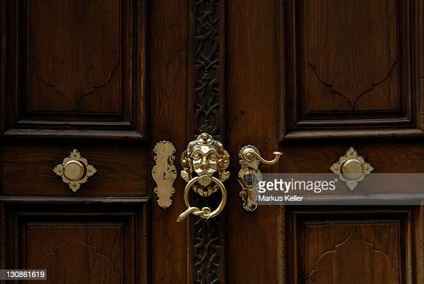 door handle and knocker in old part of town, ravensburg, baden wuerttemberg, germany, europe. - ravensburg stock-fotos und bilder