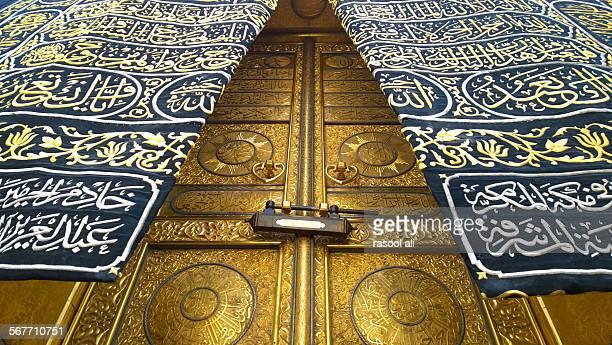 door of kaaba - kaaba photos et images de collection