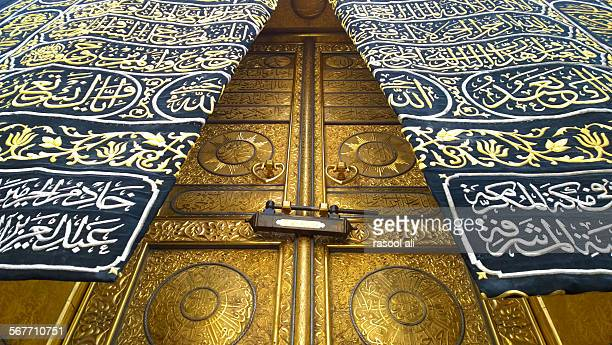 door of kaaba - la mecque photos et images de collection