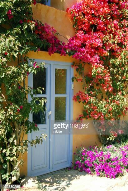 Porte à une maison de conte de fées