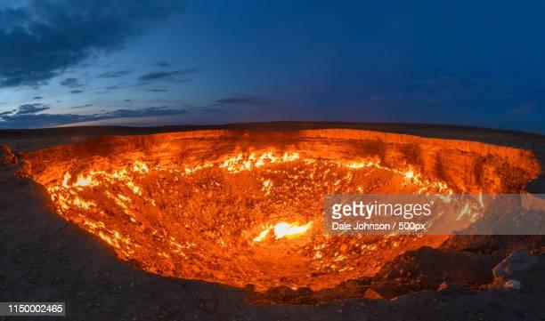 door to hell - turkmenistan - トルクメニスタン ストックフォトと画像