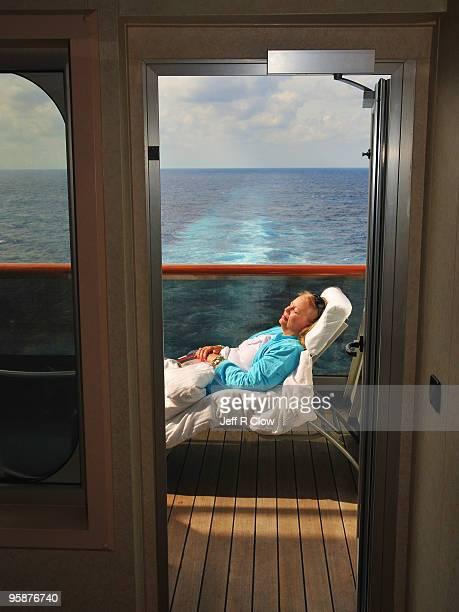 a door to relaxation - 乗り物に乗って ストックフォトと画像
